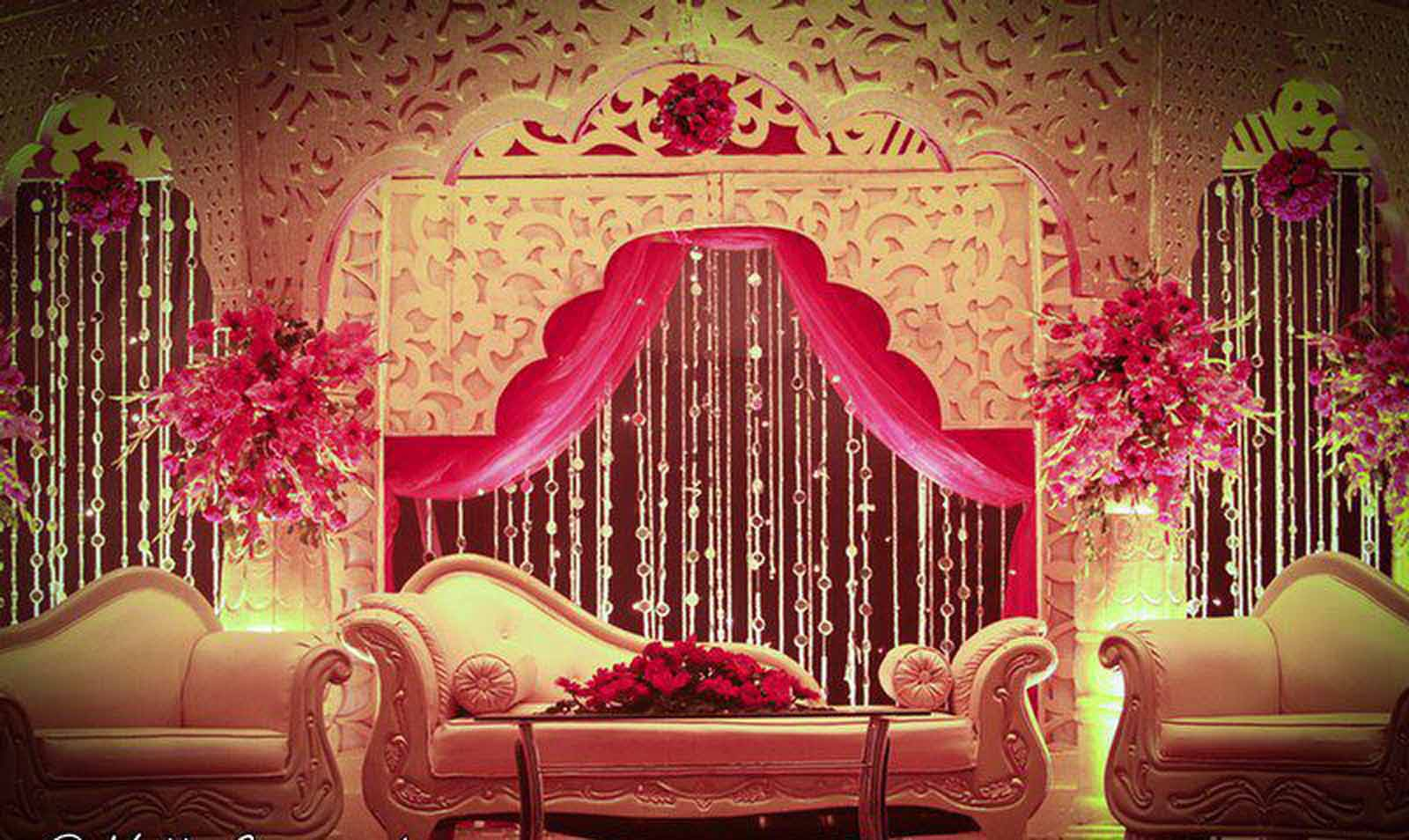 Golden decorations balloon decoration in delhi balloon for Home decor ideas for indian wedding